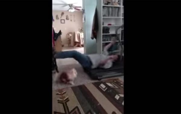 犬も大迷惑w ワークアウトが予想外の展開となった女性に世界が爆笑【動画】