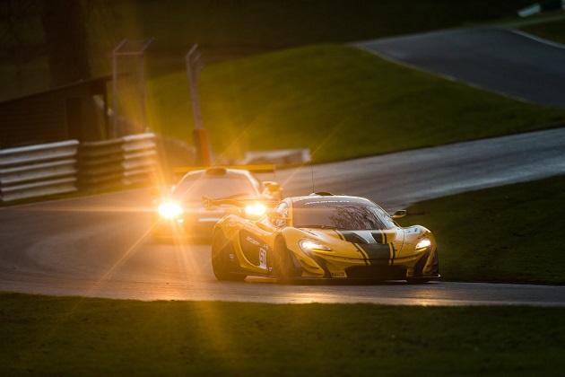 【ビデオ】伝説的なマクラーレン「F1 GTR」が、その精神を受け継ぐ「P1 GTR」と共に走る!