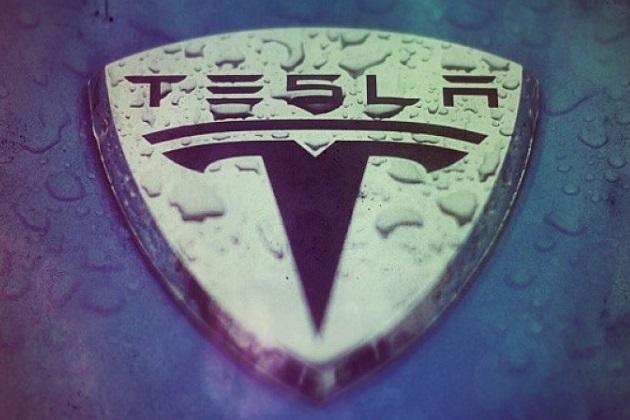 テスラ、開発中の電動ミニバスに「モデルX」のプラットフォームを使用