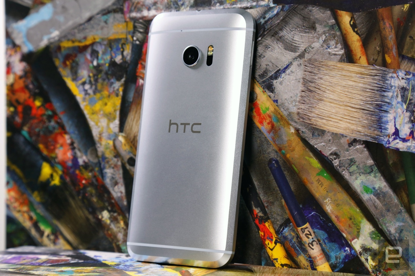 HTC sales fell off a cliff