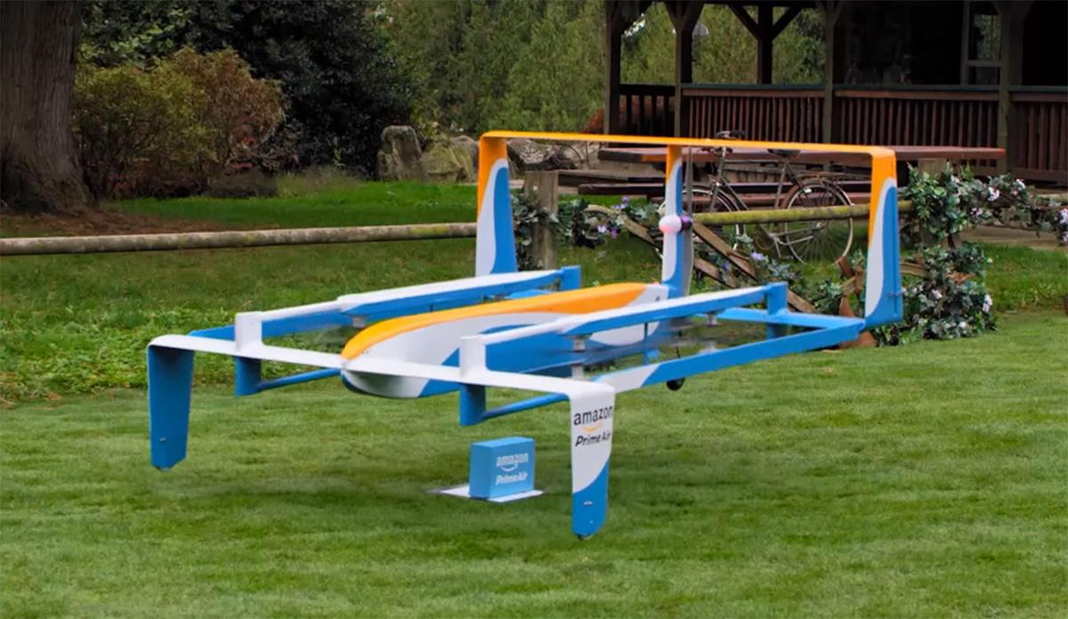 亚马逊最新找到了英国政府合作,为其无人机速递服务作测试。这合作计划能让亚马逊可以进行在美国没可能做的测试,包括是在乡村和郊区使用无人机。在美国,亚马逊无人机只能在操纵员的视线范围内飞行,并不能飞到太远的地方。得到这机会的亚马逊也能趁机测试到其无人机上的多个感应器能探测和避开障碍物,能实现一名控制员操作多台高度自动化的无人机。