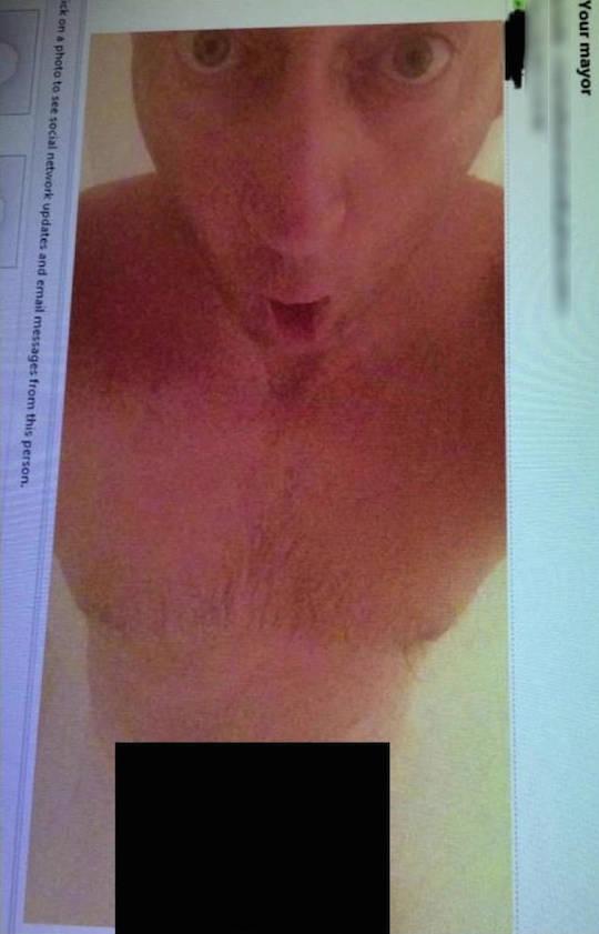 Hernando mayor nudie pic in shower