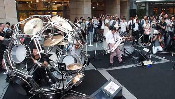 ヤマハが開発したドラムが斬新すぎると話題に 球体の中にドラムキット!【動画】