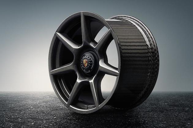 【ビデオ】ポルシェ、自動車メーカーとして世界初となるブレイデッドカーボンファイバー製ホイールの提供を開始