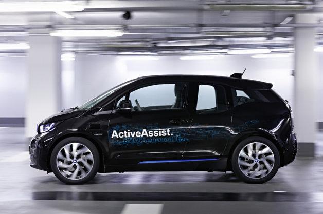 BMWが、スマートウォッチと連動させて立体駐車場でも楽に自動駐車できるシステムをCESで披露へ