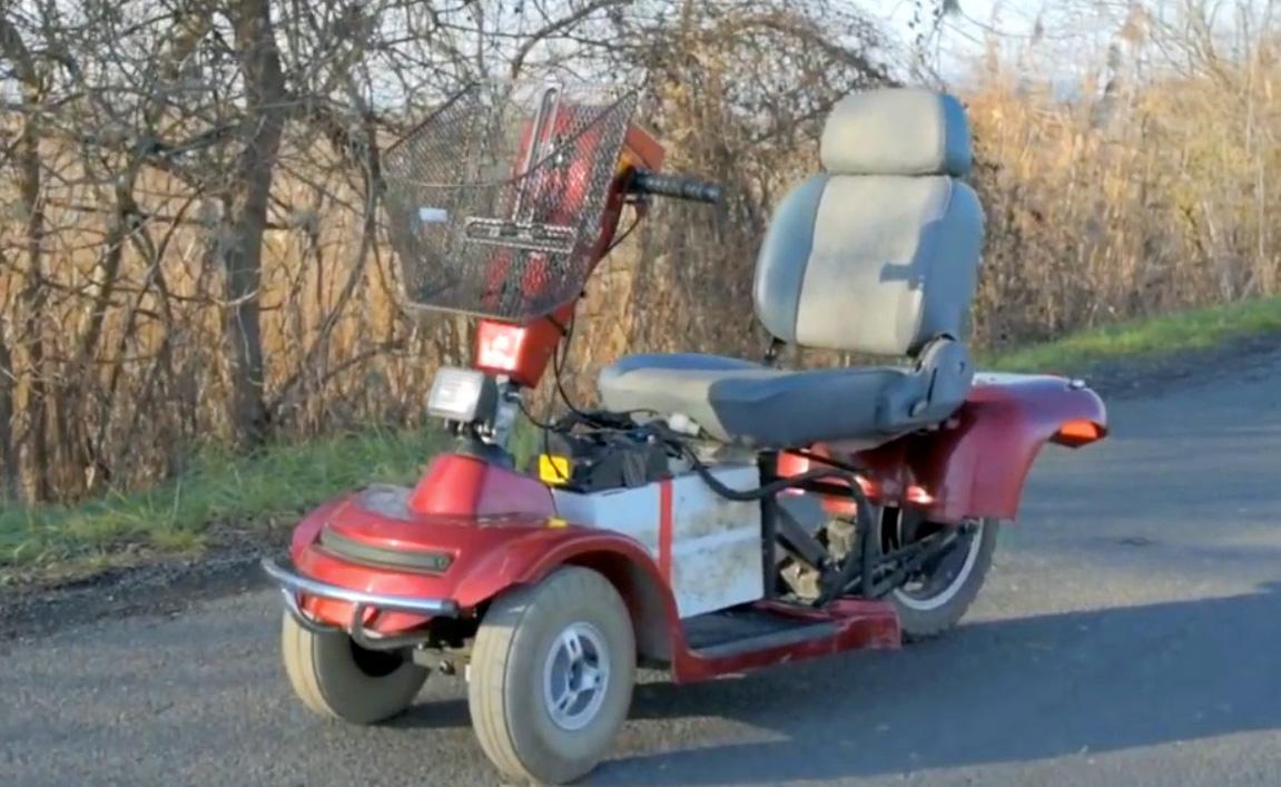 Aufgebohrtes Senioren-Elektromobil macht 100 Sachen