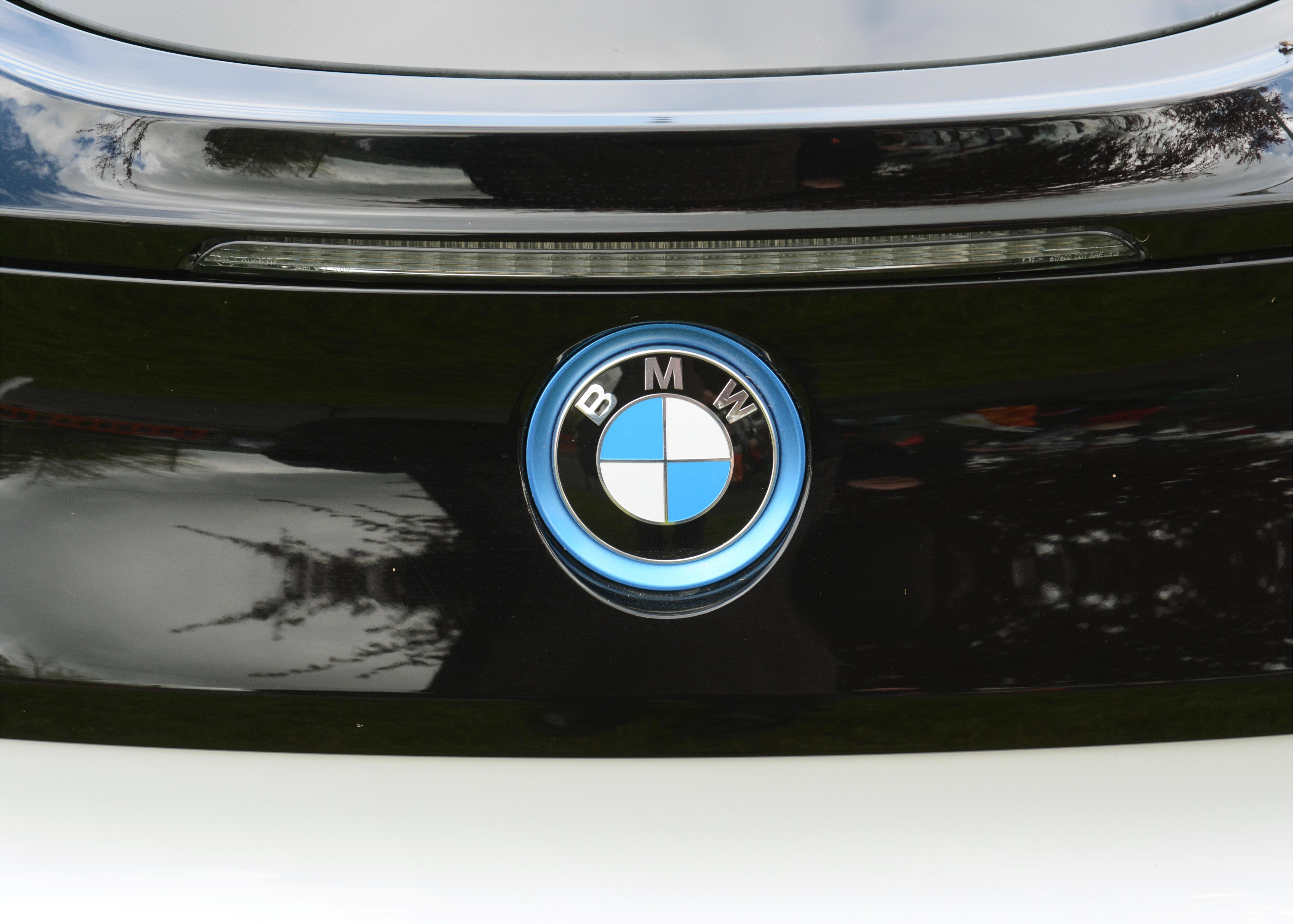 BMW BADGE New BMW i8 electric hybrid supercar