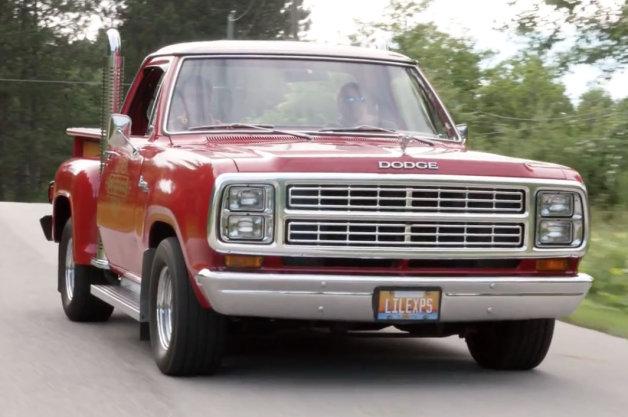 【ビデオ】79年式ダッジvs 33年式フォードという異色のピックアップ・トラック対決