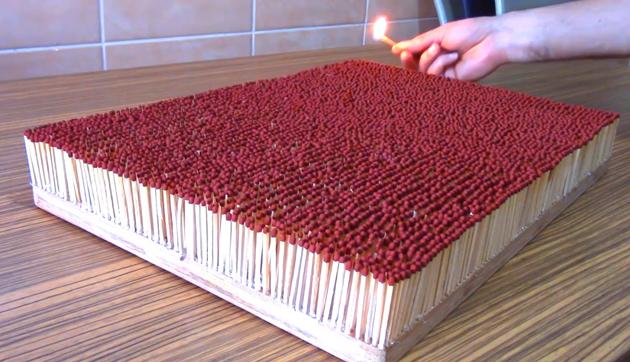 Feuer-Domino: 6.000 Streichhölzer entflammen sich (Video)