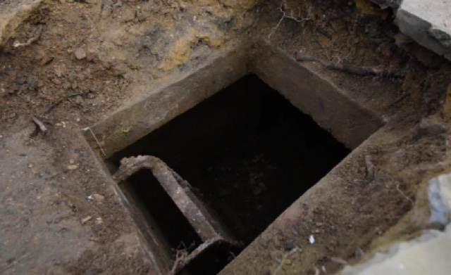 Shelters Drive Way : Man uncovers ww air raid shelter beneath driveway aol