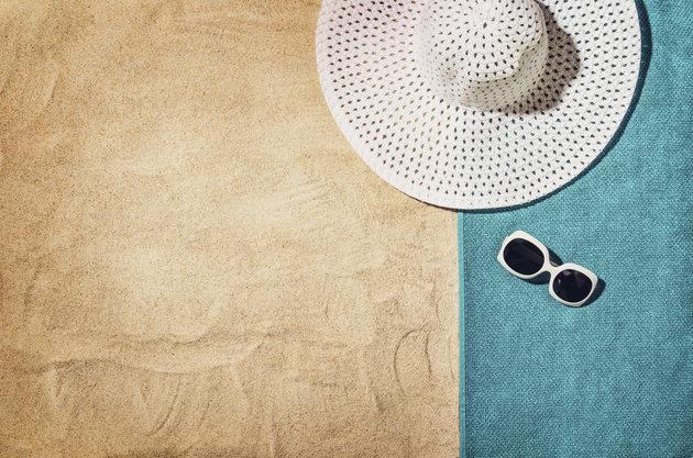 towel-and-sunhat-on-beach
