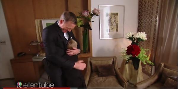 「007」が大好きな男の子、ジェームズ・ボンドに感動のご対面!リアクションが超可愛すぎる【動画】