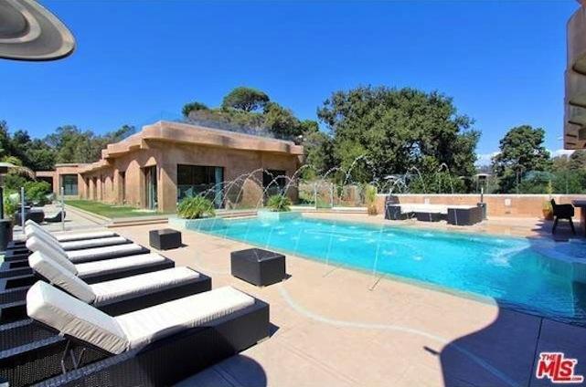 pool at rihannas former rental
