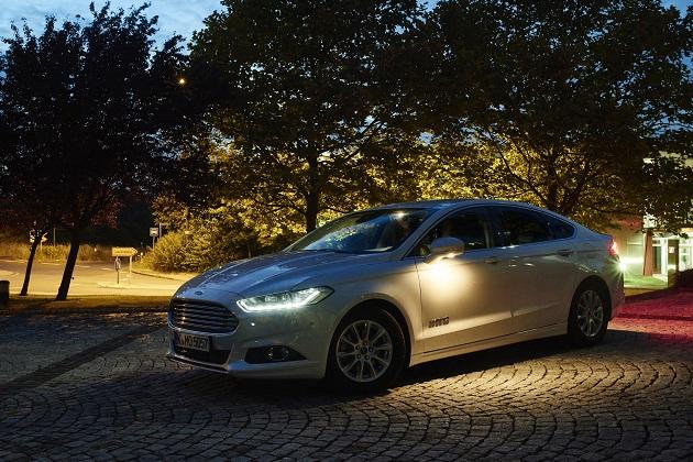 【ビデオ】フォード、安全性が高まる2つの先進的ライティング・システムを開発中