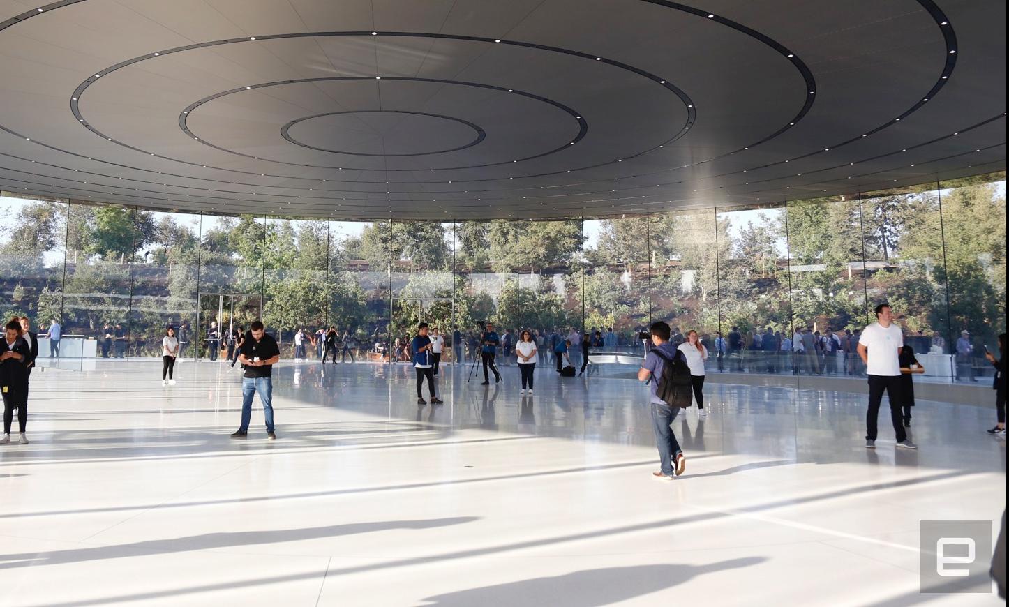 Apple Campus: Erste Eindrücke (vom Boden)