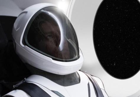 Elon Musk muestra por primera vez el traje espacial de SpaceX