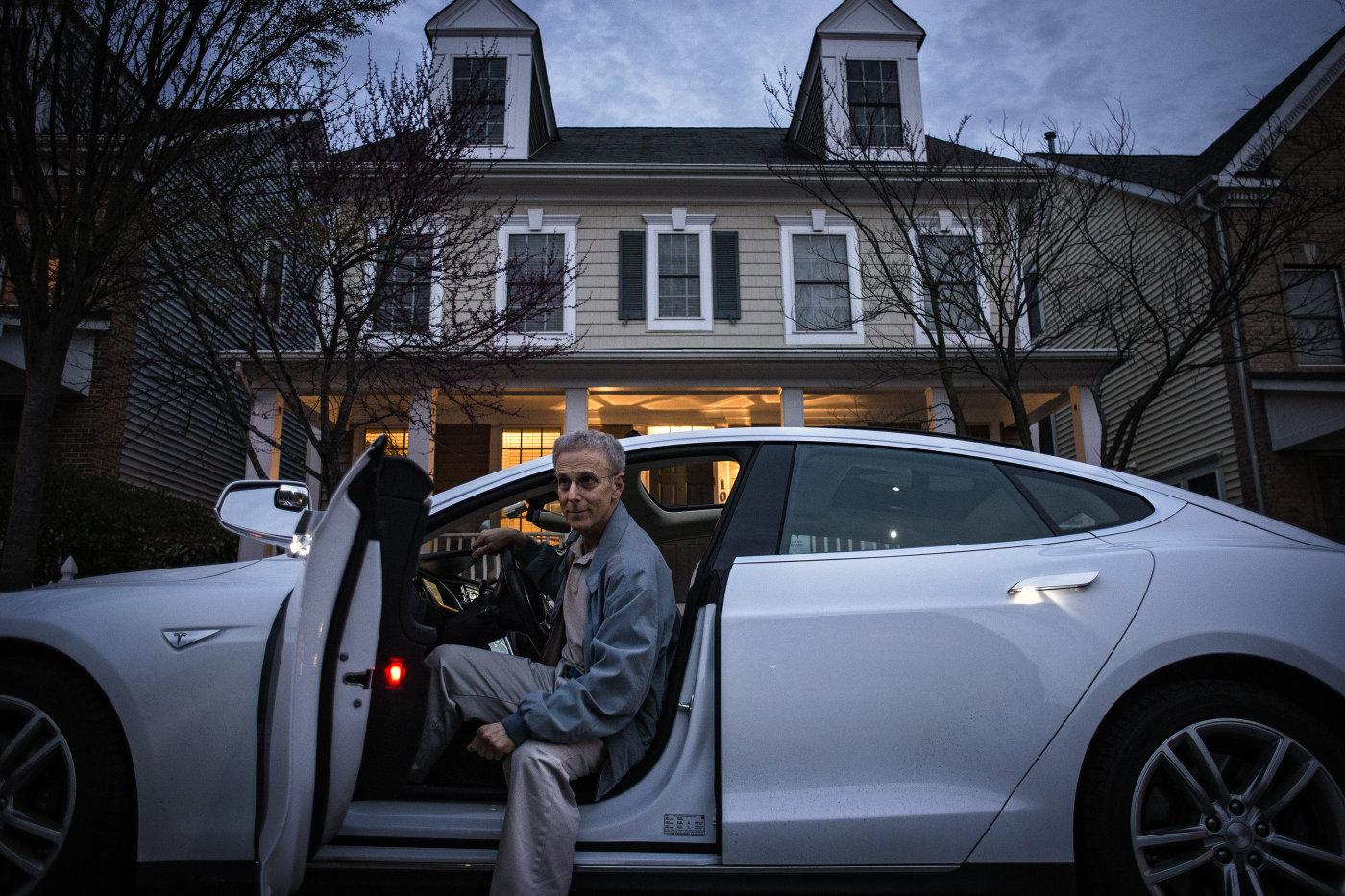 Los Model S de Tesla ahora conducirán hasta ti