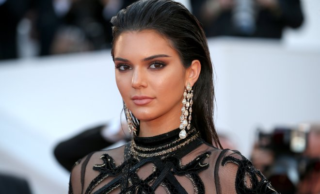 "kendall jenner dating nba player Alleges the nba star abandoned his family to date kendall jenner griffin dumped cameron, a former usc basketball player, to pursue ""a."