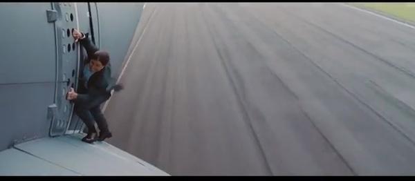 ミスったら即死!トム・クルーズ、上空1500m・時速400km飛行機スタントの裏側がヤバすぎる