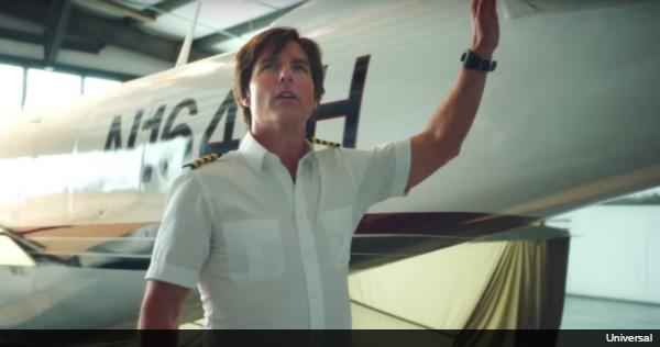 トム・クルーズが実在した麻薬の運び屋に扮する新作映画、『American Made』の予告編が公開!