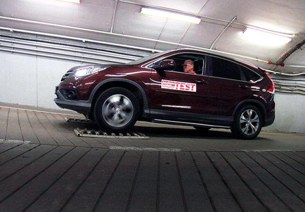 【レポート】スウェーデンの自動車誌がホンダ「CR-V」のAWDシステムを酷評(ビデオ付)