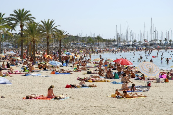 mallorca-holidaymakers-face-fines-swimwear-streets