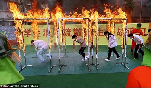 バックドラフトかよ!中国の学校で行われた火災訓練がハードコアすぎると話題に【動画】