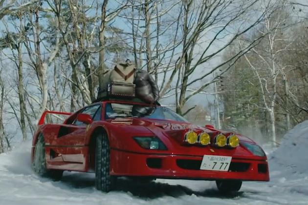 【ビデオ】フェラーリ「F40」で雪山キャンプを満喫!