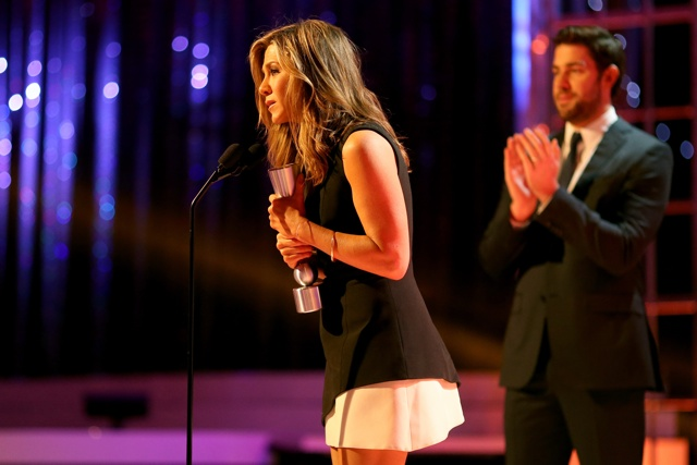 Jennifer Aniston wows as she picks up gong at People Magazine Awards