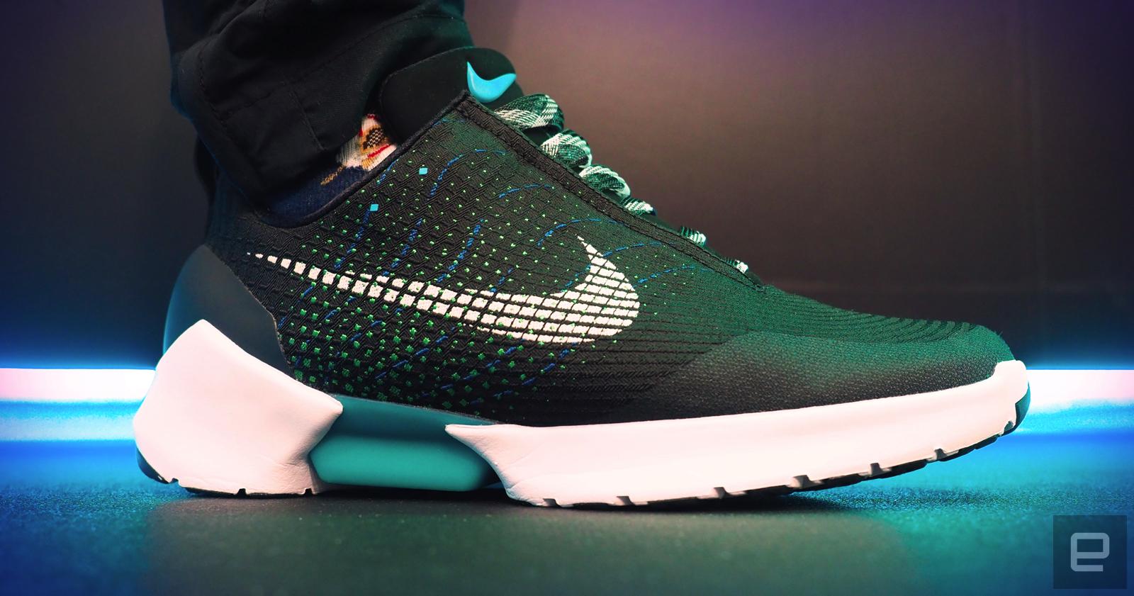 回到未來化為真實,Nike HyperAdapt 自綁鞋帶運動鞋動手玩