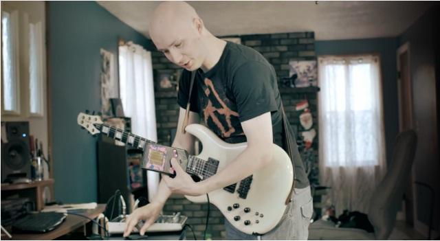 ゲームボーイをバックバンドにした超絶メタルギタリストの演奏がカッコよすぎる