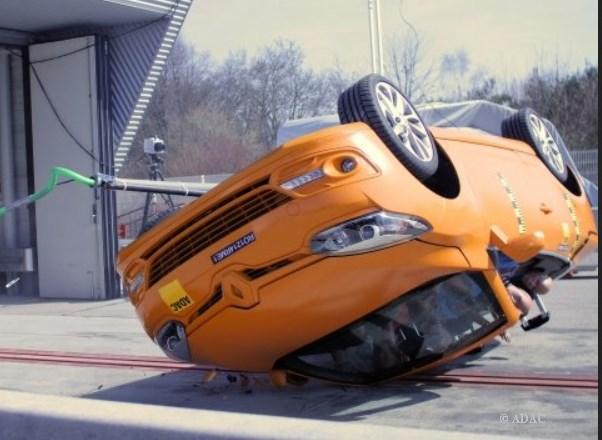 . Unfall, Cabriolet, Insassenschutz, Crash, Test, Cabrio Test, überschlagen, Überschlagstest, Übershclagstest 2014, ADAC, VW Golf Cabriolet, Opel Cascada, sicher, unsicher,