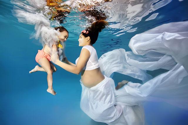 Beautiful underwater photos of pregnant women