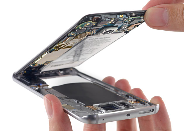 Samsung's Galaxy S6 Edge in mid-teardown