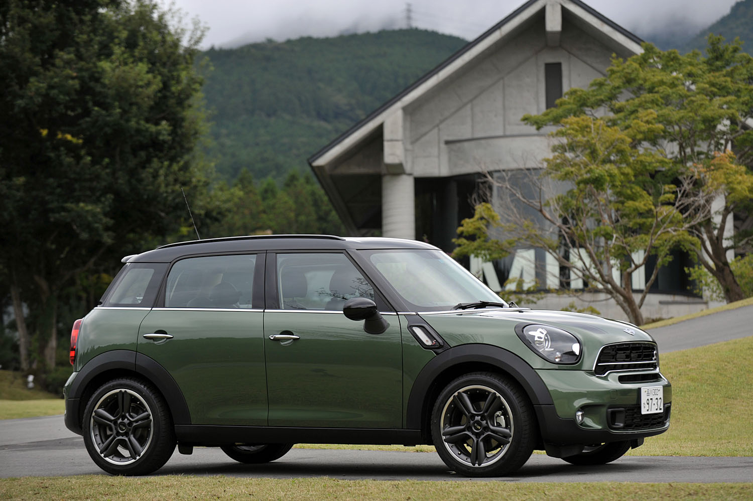 THE MINI cooperS/MINI cooper SD crossover