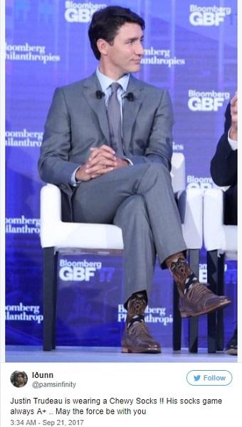 ネット民騒然!カナダのトルドー首相がチューバッカ柄の靴下を着用