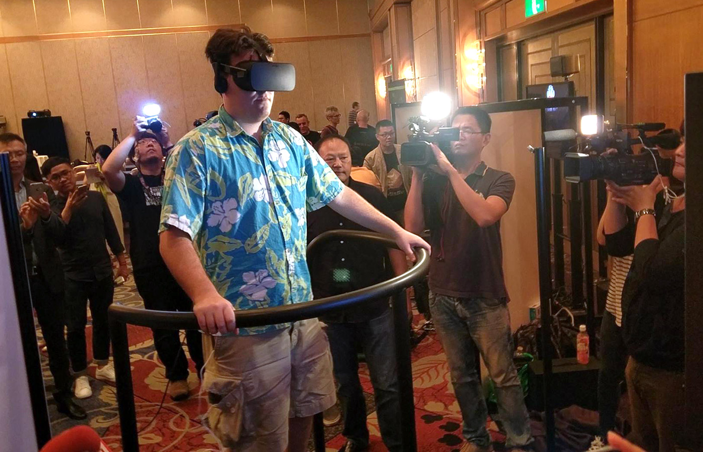 Oculus founder Palmer Luckey tries Futuretown 5D Totalmotion platform at the Tokyo Game Show.
