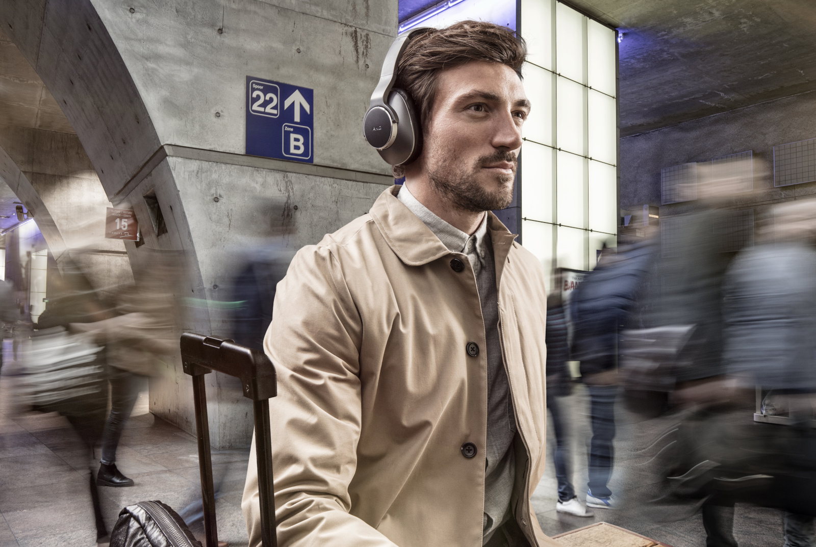 photo image Samsung launches three wireless AKG headphones in the US