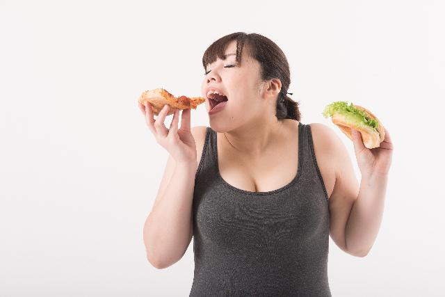 人は幸せな方が食べすぎる!? ある調査結果が話題に