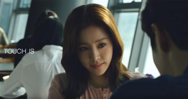 「タッチ」とは、愛、理解、魔法、会話… 韓国化粧品メーカーのCMがグッとくる【動画】