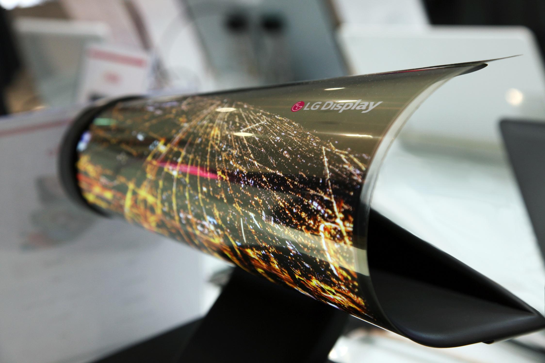 LG quiere dejarnos con la boca abierta con sus pantallas OLED enrollables