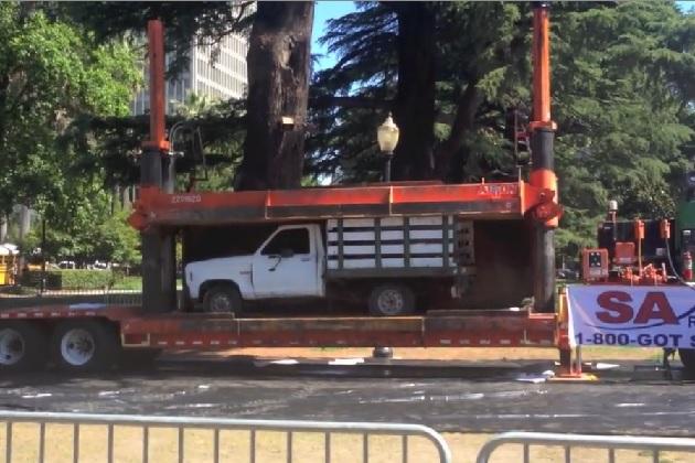 【ビデオ】もったいない! エコカー推進のために1984年型フォード「レンジャー」を破壊