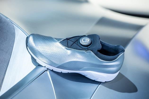 BMWデザインワークスが手掛けたプーマのスニーカー「BMW Xキャット ディスク」