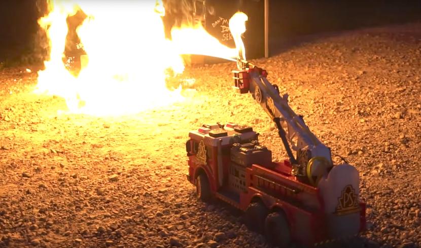 Spielzeug-Hack: RC-Feuerwehrauto mit Flammenwerfer