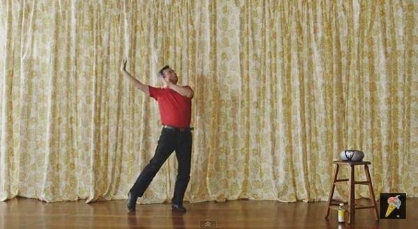 ブラー(Blur)、おっさんがユラユラ踊る謎すぎる新作MVを公開【動画】