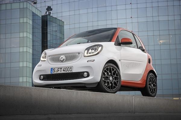 Mercedes-Benz Fahrveranstaltung smart fortwo Barcelona 2014 smart fortwo edition Nr.1; Fünfgang Schaltgetriebe; Farbe white/lava orange (metallic) Stoff schwarz/orange
