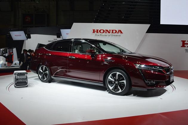 【東京モーターショー2015】ホンダ、新型燃料電池車「CLARITY FUEL CELL」を披露!(ビデオ付)
