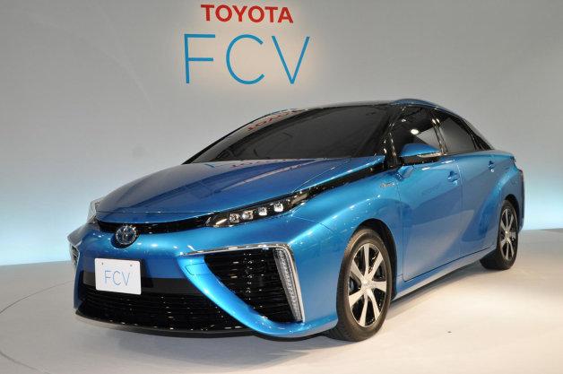 Konec benzinových aut? Toyota zahájila sériovou výrobu aut s vodíkovým motorem
