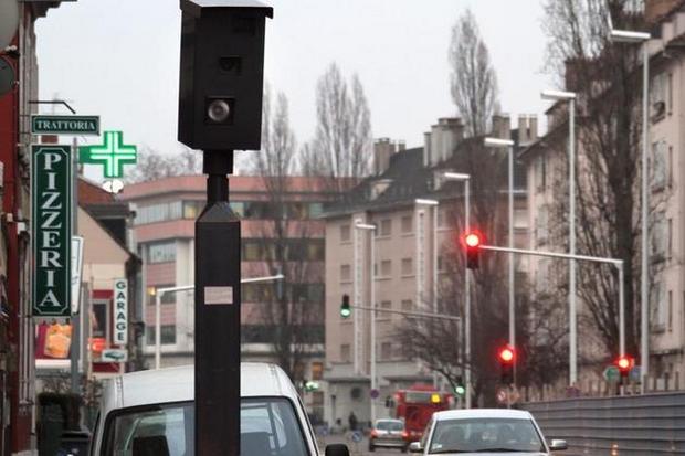 �PHOTOPQR/L'ALSACE /Darek Szuster/ MULHOUSE LE 25/01/11 RADARS AUTOMATIQUES POUR FEUX TRICOLORES A MULHOUSE
