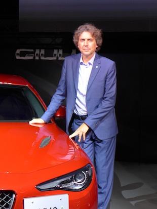 エクステリア・チーフデザイナーのアレッサンドロ・マッコリー二氏。1997年にアルファロメオ・チェントロスティーレ(デザインセンター)に入社。147のエクステリアデザンや156スポーツワゴンのインテリアデザインを経て、ジュリエッタや4Cのチーフデザイナーを務めた。